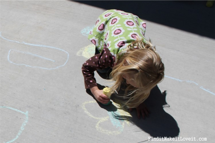 DIY Sidewalk Chalk & Playdoh (5)