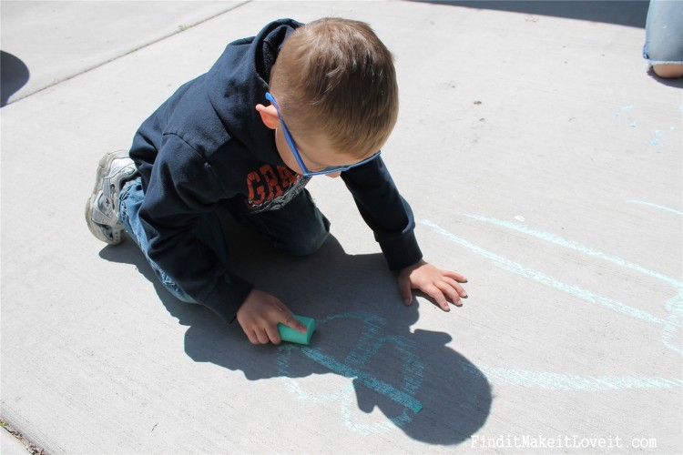 DIY Sidewalk Chalk & Playdoh (6)