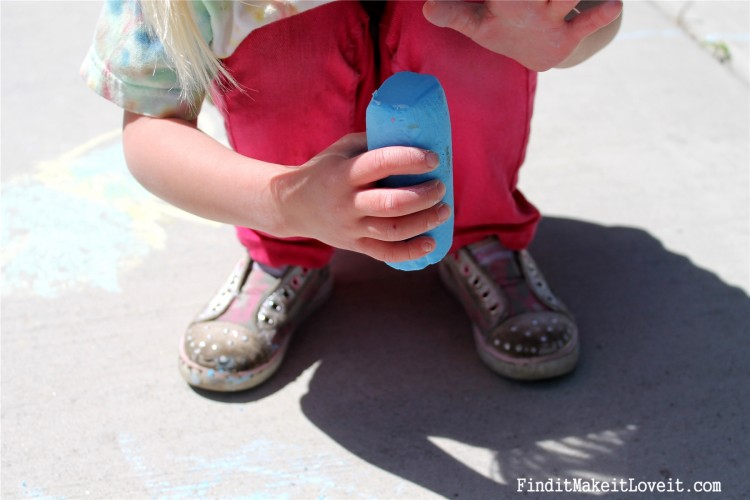 DIY Sidewalk Chalk & Playdoh (7)