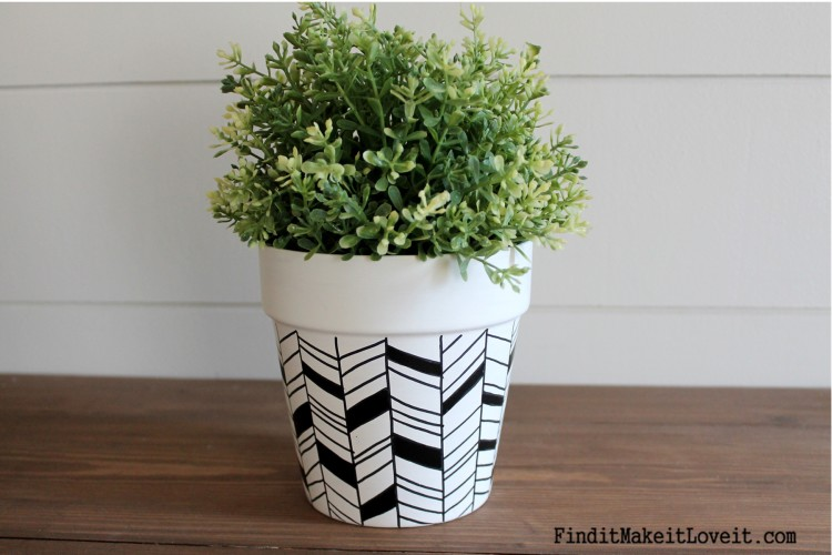 Geometric pot using paint and a sharpie