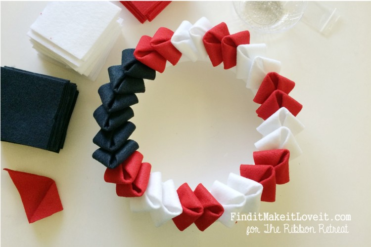 patriotic felt petal wreath (10)