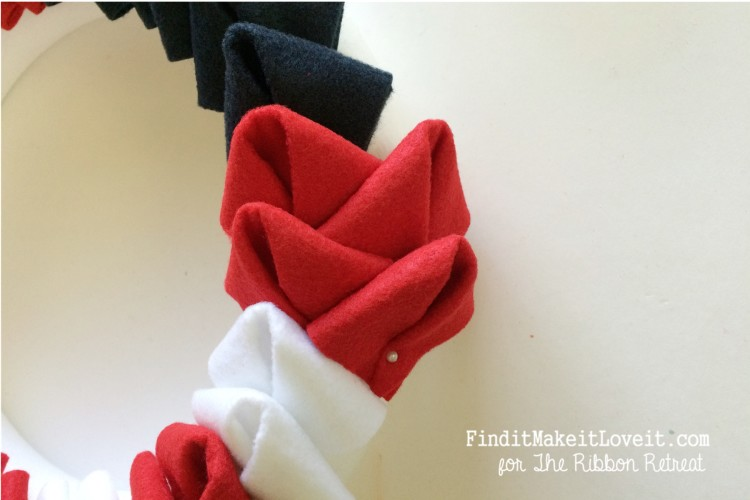 patriotic felt petal wreath (9)