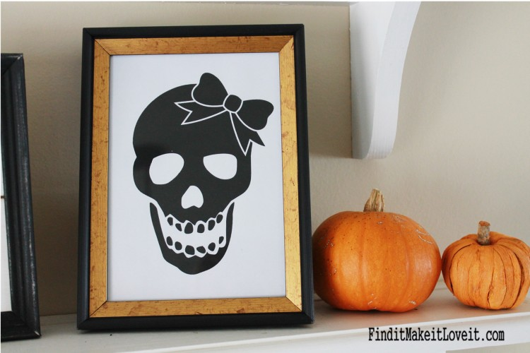 Free skull printable- Mr. and Mrs. perfect for printing a family of skulls for Halloween!
