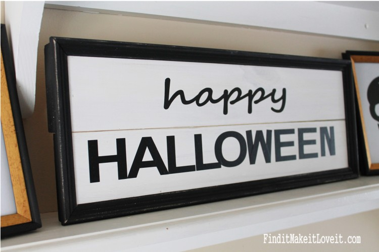Black and white Happy Halloween sign-