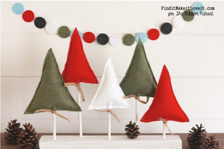 Simple and cute Christmas display using felt to make Christmas trees and a banner