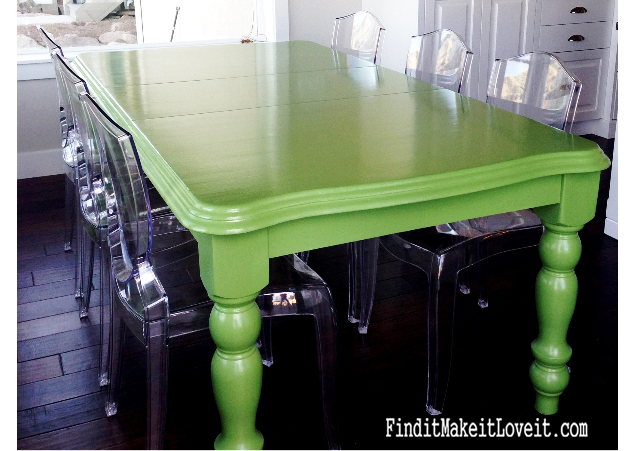glossy-green-dining-table-prime-paint-seal