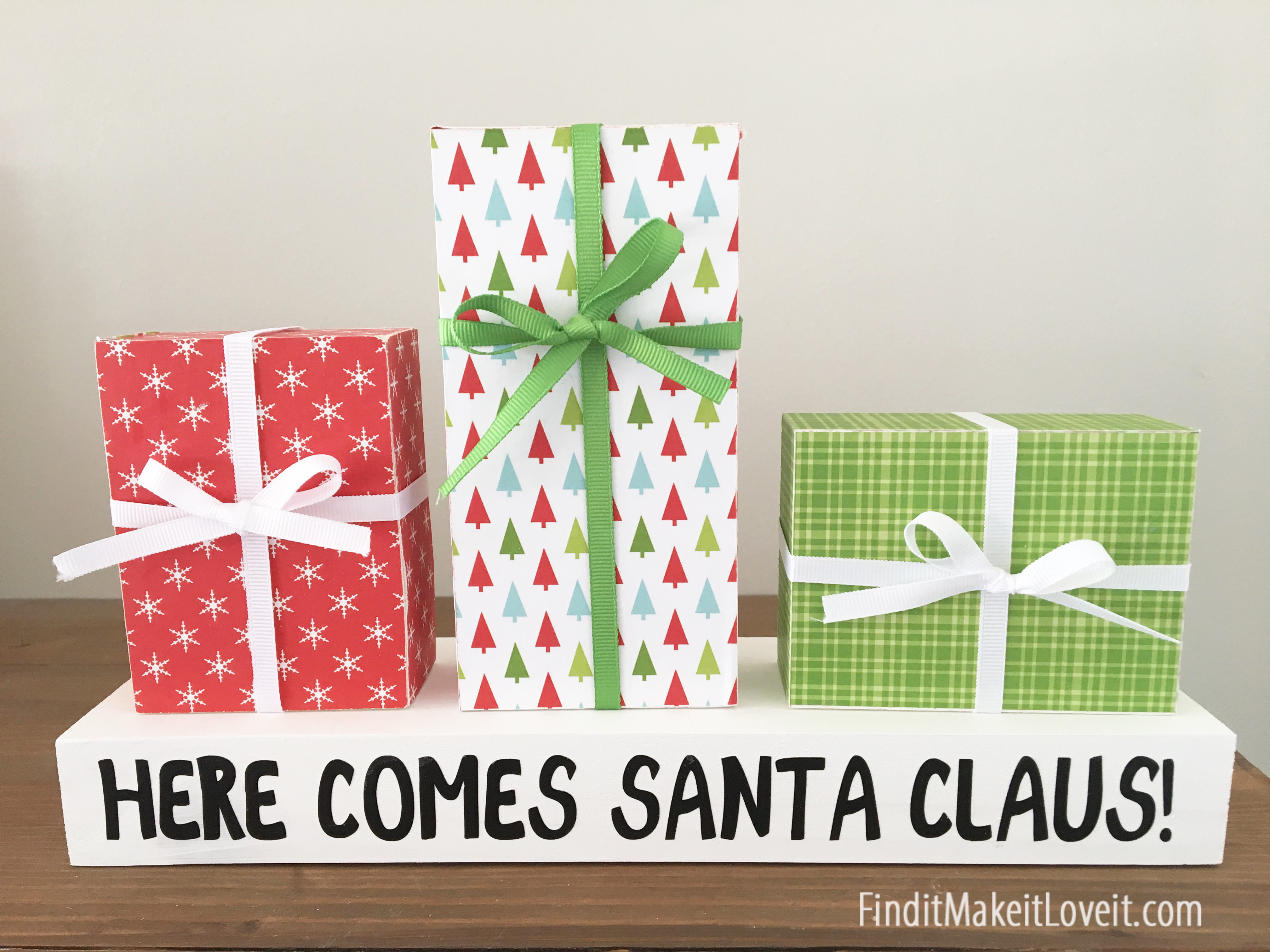 Here Comes Santa Claus Christmas Presents Find It Make It Love It