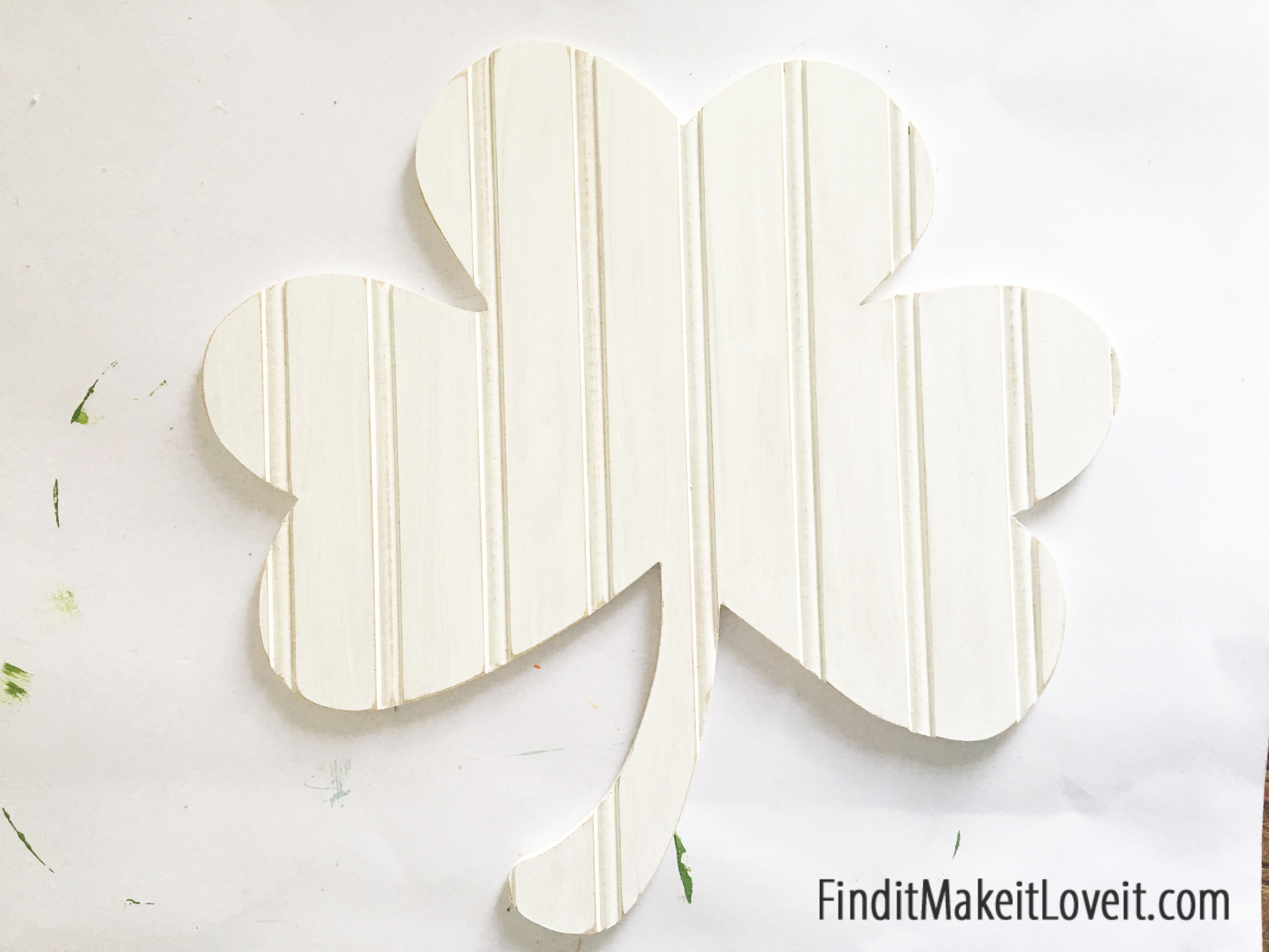 Next paint the sides and front of the bead board overlay white. & Wood Shamrock Door Hang - Find it Make it Love it